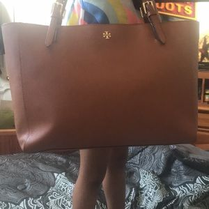 Tory Burch York tote,gently used,wallet included😊